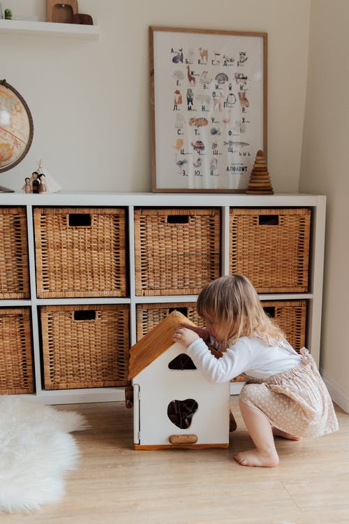 dítě krabic