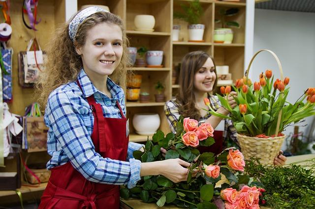 prodavačka v květinářství
