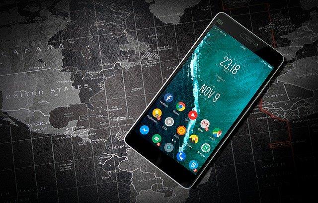 aplikace na mobilu na mapě