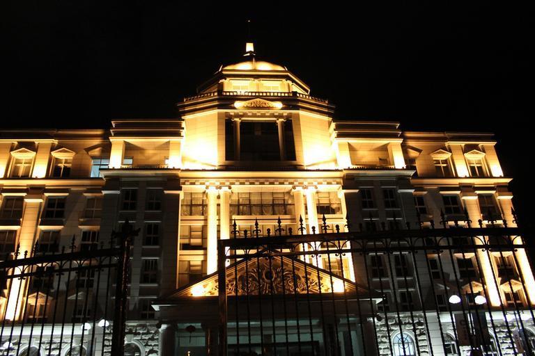 Nasvícení budovy LED reflektory