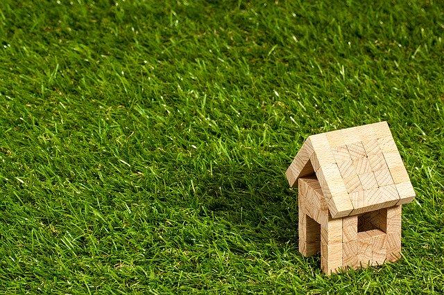 budoucí dům na zelené louce